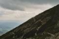On voit bien le chemin qui descend pour Vysn� Hagy et celui qui continue en ligne de niveau pour le Sedlo pod Ostrwou et son col <br> (Hautes Tatras)