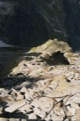 Descente vertigineuse vers le refuge Polonais Morskie Oko ... 1000m plus bas.<br> (Hautes Tatras - Pologne)