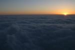 Leve de soleil sur la mer de nuage ...