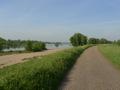 Bords de Loire sur digue (agr�ables pour faire du v�lo)