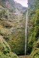 Caldeir�o verde<br>(Notez la grande taille de la cascade ... pas rapport � la personne en bas � droite ...)