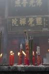 Enscent devant un temple