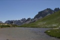 Col de la Vall�e �troite (2445m). La croix marque la limite entre la Savoie et les Hautes Alpes